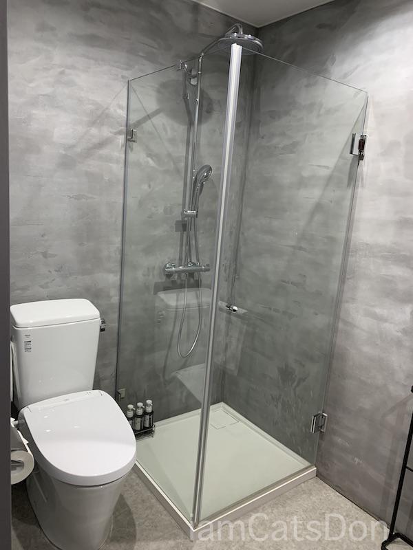 コナステイホテル KONASTAY HOTEL 伊豆長岡 古奈 ルームNo.107 ツイン 部屋 シャワー トイレ バスルーム 自転車と宿泊 サイクリスト