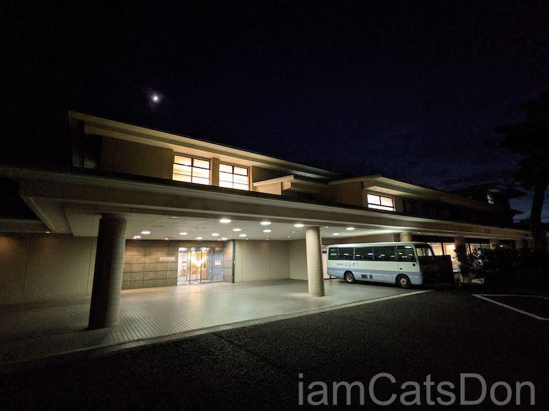 KKR沼津はまゆう ホテル&リゾート 入口 夜の風景