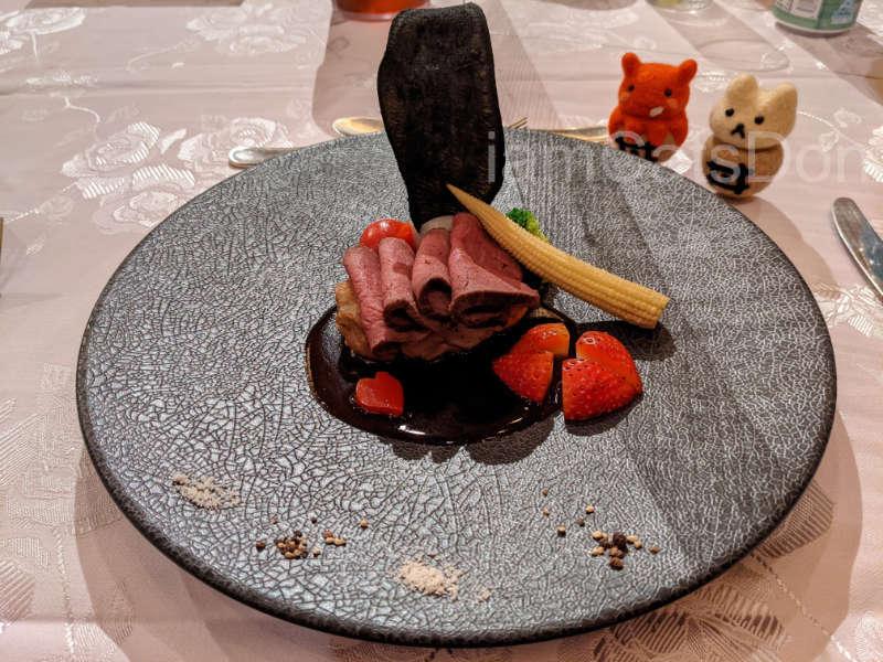 リバーサイドホテル 沼津 2021ヨハネバースデー記念スペシャルディナー 津島善子 メニュー 肉料理 Guiltyな夜のステーキのグリエとチキンソテー悪魔風