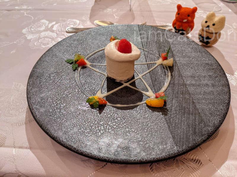リバーサイドホテル 沼津 2021ヨハネバースデー記念スペシャルディナー 津島善子 メニュー デザート ヨハネの儀式のプレート
