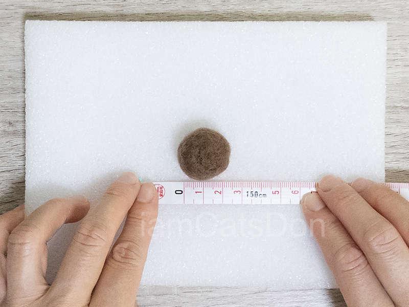 かっつ丼&うんちゃんのニードルフェルトレッスン基本1 1gをわけてまとめてチクチク 直径約2cm