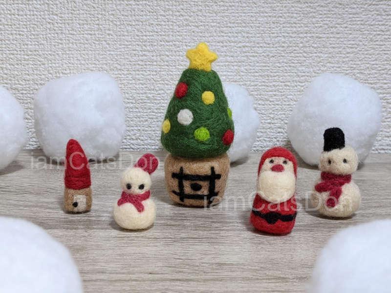 羊毛フェルトの雪だるま・サンタクロース・赤い屋根のお家・クリスマスツリー丼